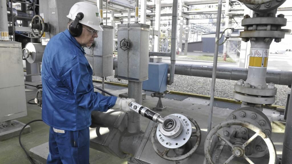 Power Wrench portable valve actuator