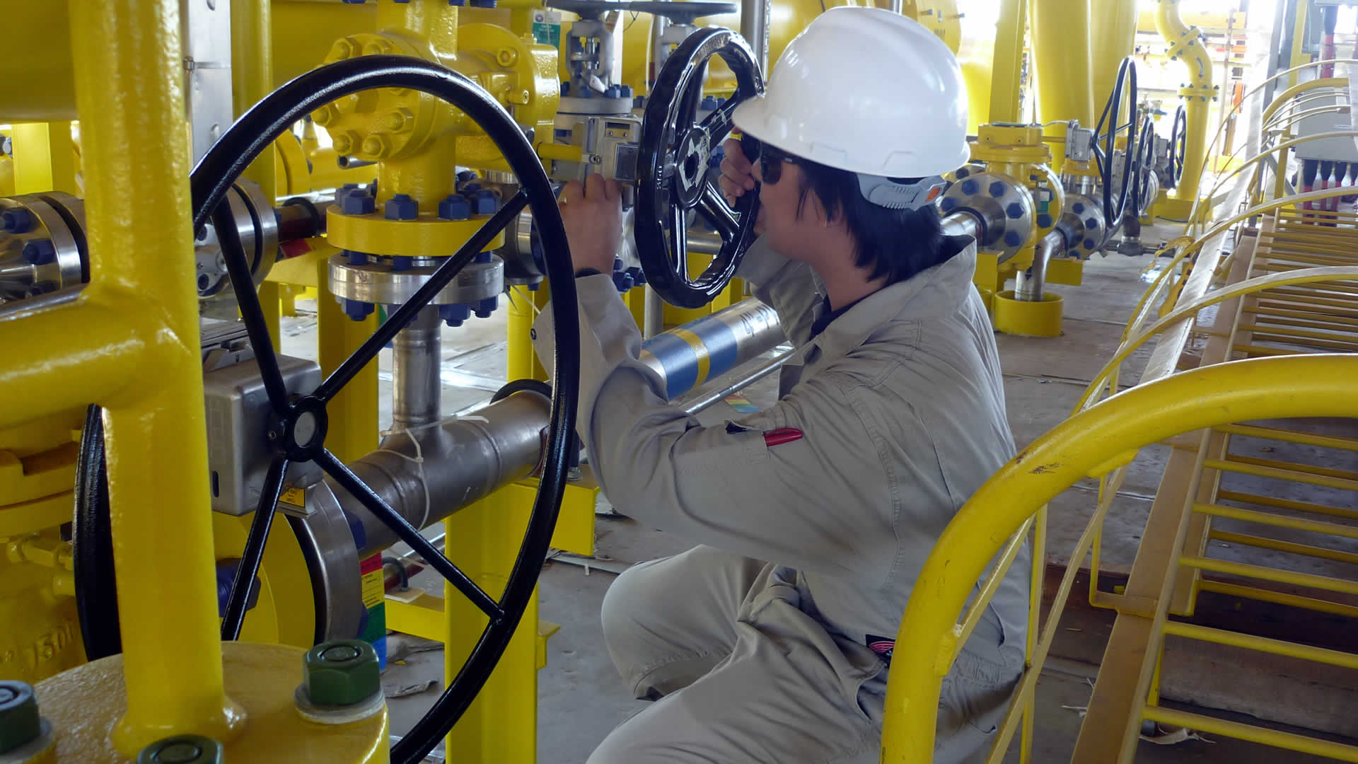 Valve interlock maintenance by Sofis engineer