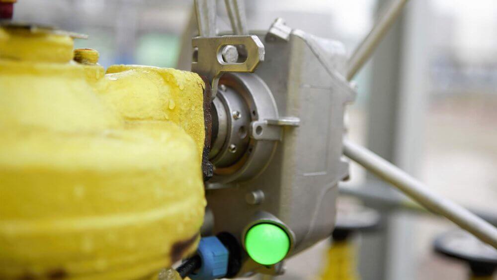Position transmitter for linear manual valves