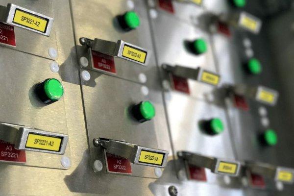 Valve interlock start key release is based on key detection and compressor inputs