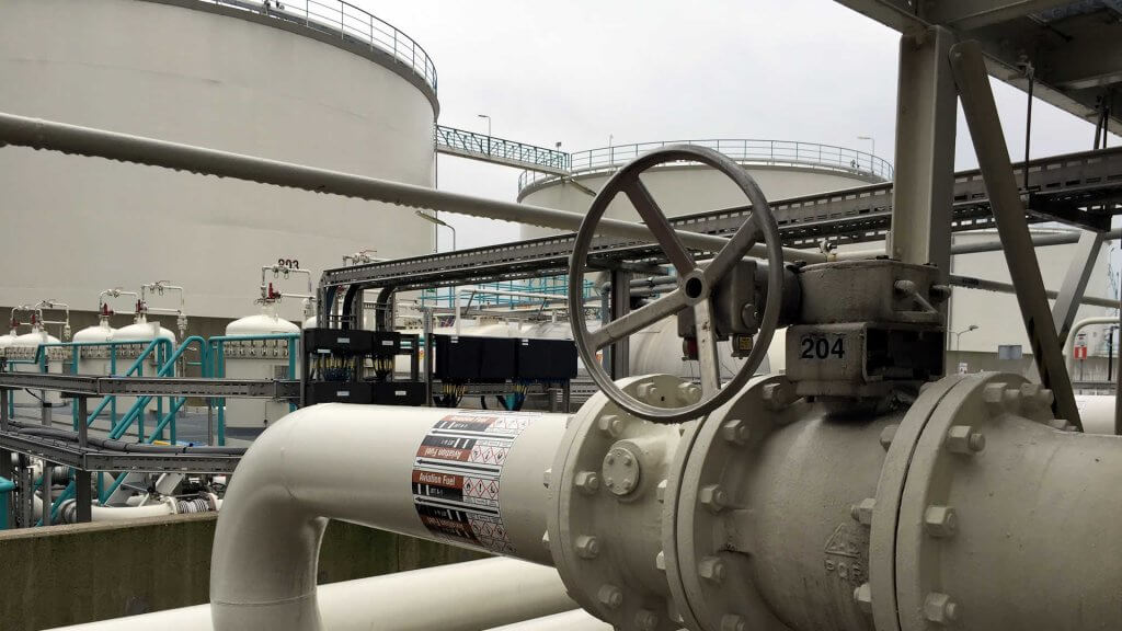 Using valve interlocks avoids contamination in tank storage industries